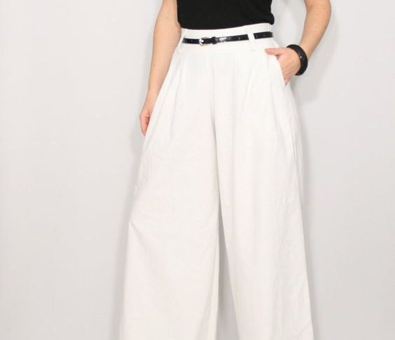 HOW TO MATCH WHITE CASUAL PANTS WITH GIRL?