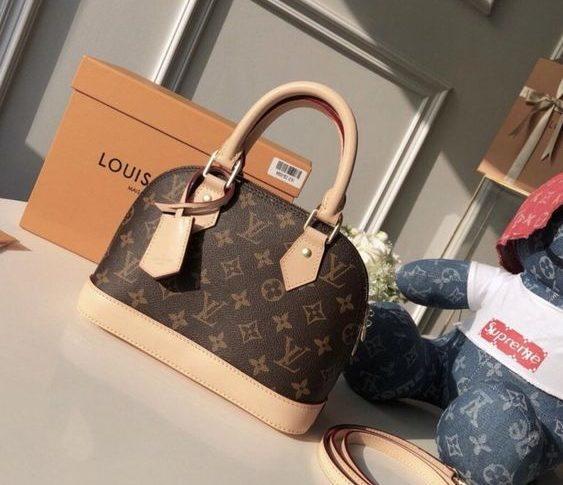 Handbags Suit Able For Girls Over 20 Years Old